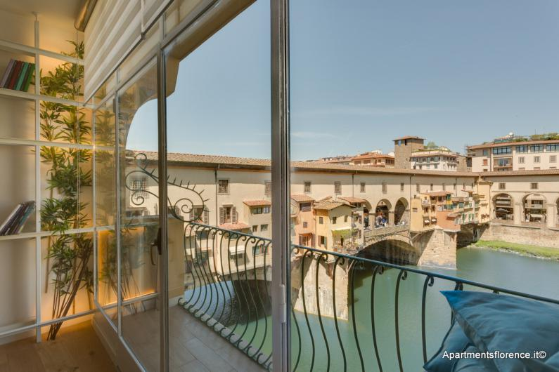 ponte-vecchio-balcony